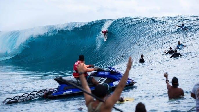 Teahupo Thaiti French Polynesia surfing